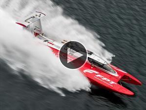 Video: Una lancha rompe el récord de velocidad en el agua