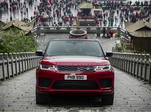 Video: Este Range Rover Sport PHEV sube hasta la Puerta del Cielo en China