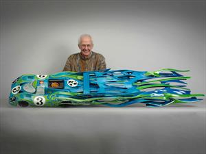Estas esculturas de autos históricos en madera te van a dejar alucinando