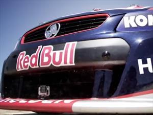 Video: Red Bull enfrenta a un avión acrobático contra un V8 del Turismo Australiano