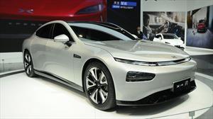 Xpeng P7, los eléctricos chinos van a carga