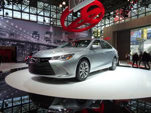 Toyota Camry 2015 se presenta