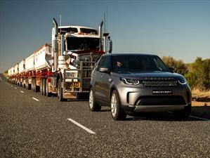 Un Land Rover Discovery remolca un camión con 120 toneladas