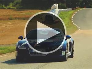 Video: Hombre salta a un Audi R8 que iba a 150 Km/h