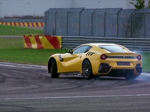 Ferrari F12tdf en acción