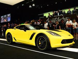 Chevrolet Corvette Z06 C7R Edition No 1 fue subastado por $500,000 dólares