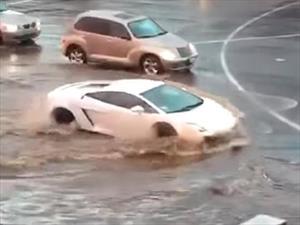 Cuide su carro del choque hidráulico