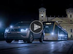 Puro torque: Volkswagen Amarok V6 remolca un tranvía