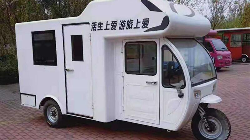 En China cruzaron un triciclo eléctrico con una casa rodante y esto fue lo que salió