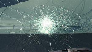 ¿Sabes cómo funciona el parabrisas de tu auto en caso de accidente?