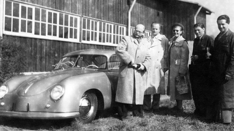 Así inició la tradición de Porsche de entregar los autos a sus clientes en las fábricas