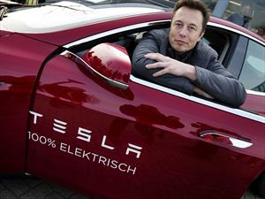 Elon Musk predice que conducir tu auto será ilegal