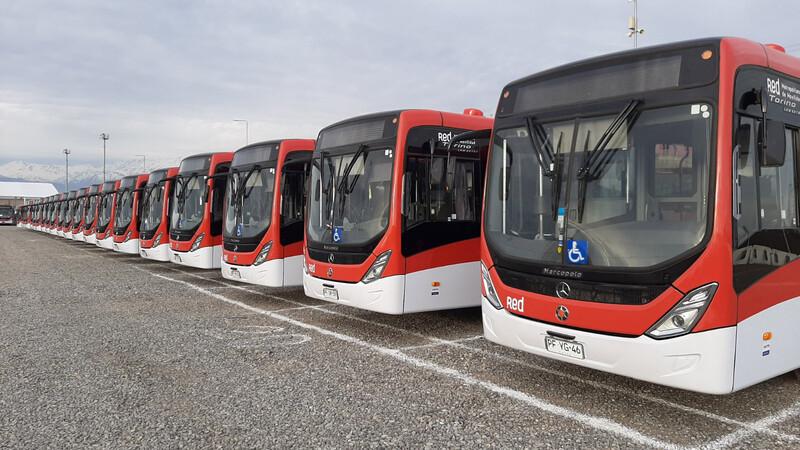 Mercedes-Benz entrega flota de 240 buses articulados Euro VI al sistema de transporte público