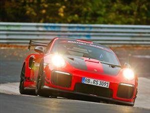 Porsche 911 GT2 RS destrona al Lamborghini Aventador SVJ y es el nuevo rey de Nürburgring