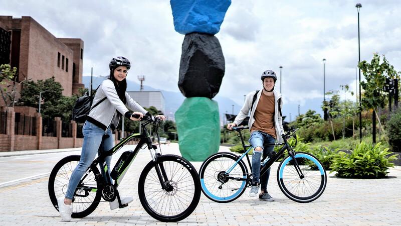 """AKT Electric presenta cuatro """"bicis"""" eléctricas"""