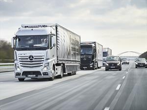 Convoy autónomo de Mercedes-Benz viaja de Alemania a Holanda