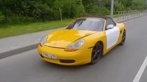 Porsche Boxster parece, pero en realidad es un Lada disfrazado
