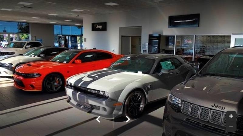 Manifestantes de Estados Unidos roban más de 50 autos de un distribuidor en California