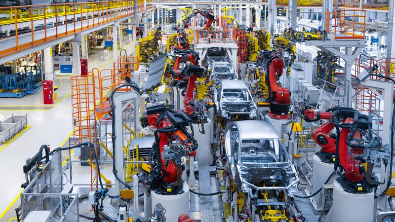 Por falta de chips se interrumpe la producción automotriz