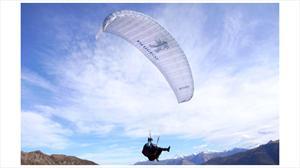 Travesía Peugeot: Deportistas de elite sobrevolarán Chile en parapentes
