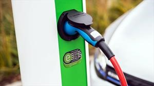 Según Bloomberg, en 2040 habrán ganado los autos eléctricos