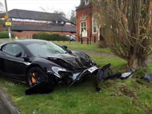 Británico choca su McLaren 650S a 10 minutos de comprarlo