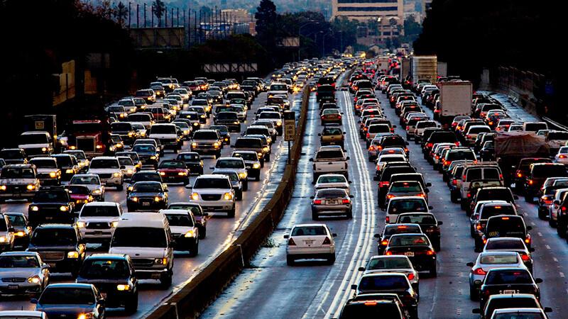 Coronavirus: la gente se inclina a usar su auto y no el transporte público