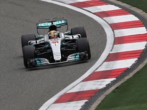 Hamilton gana en el GP de China y se empareja con Vettel