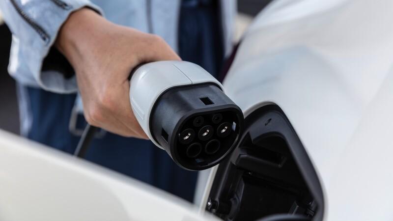 Dinamarca prohibirá la venta de autos de combustión
