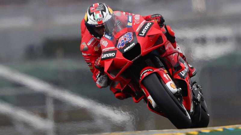 MotoGP 2021: Ducati domina una húmeda carrera en Le Mans