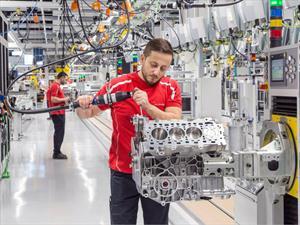 Porsche inaugura su nueva planta de motores V8