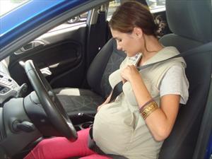 Cómo debe usar una mujer embarazada el cinturón de seguridad