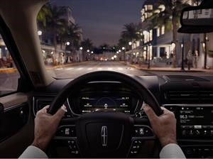 La posición correcta del asiento, volante y espejos al manejar