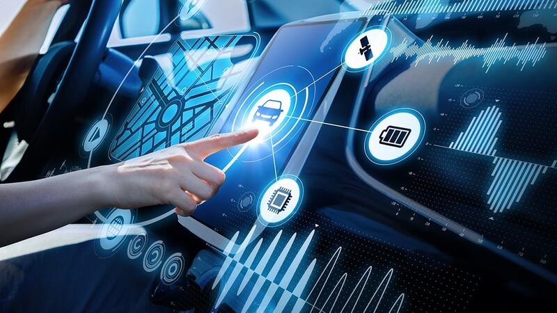 Al igual que en los teléfonos celulares, la tecnología en los autos crece a pasos agigantados
