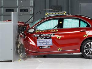 Mercedes-Benz Clase C 2016 reconocido con el Top Safety Pick+ del IIHS