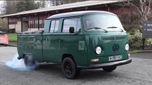 Este Volkswagen Microbus 1969 recurrió a la tecnología de Tesla para convertirse en eléctrico