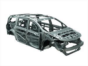 ¿Qué marcas se destacan en la reducción de peso de los autos?