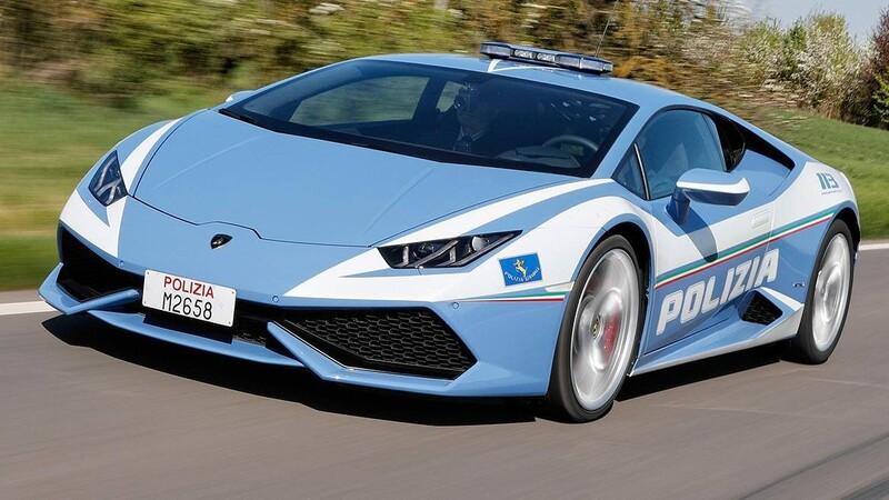 Policía italiana traslada un riñón en un Lamborghini Huracán