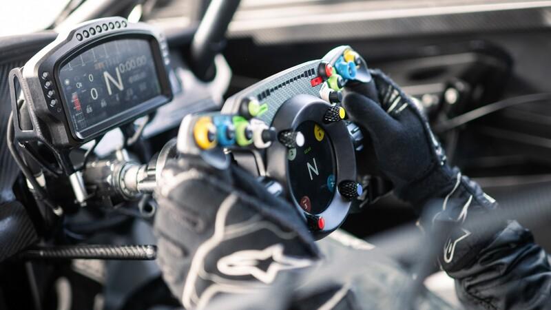 Bentley diseña un volante que es compatible con los videojuegos