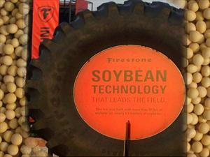 Bridgestone presenta un neumático para el agro fabricado con aceite de soja