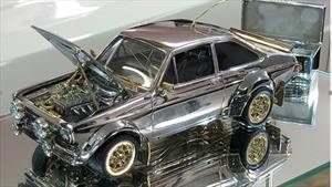 Subastan este Ford Escort a escala hecho con metales preciosos