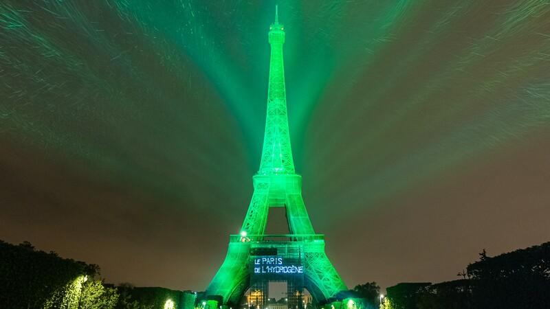 Iluminan Torre Eiffel con celdas de combustible de Toyota