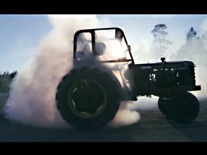 Video: Drift con un tractor turbo