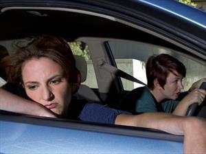 ¿Cómo evitar los mareos en un viaje en carro?
