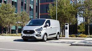 Ford lanza en Europa nuevos furgones híbridos enchufables