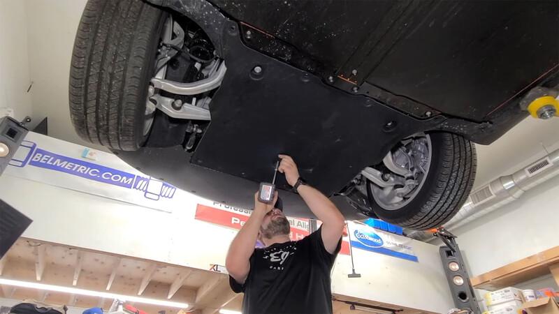 Video: en Tesla le cotizaron una reparación por USD 15.300 y él lo arregló por USD 700