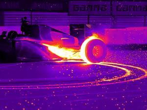 Video: F1 de Red Bull hace donas mientras es grabado con cámara infrarroja