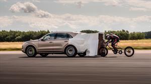 Ciclista +Porsche Cayenne = récord de velocidad