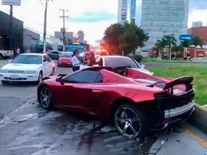 Mexicano choca su McLaren 650S Spider