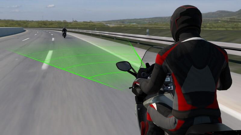 Al igual que los autos, ahora las motos de BMW equipan control de crucero inteligente
